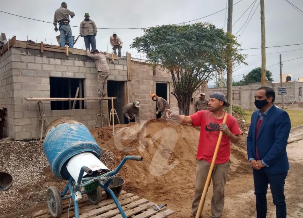 Siguen las obras de mejoras habitacionales en el barrio Emelí Bestani